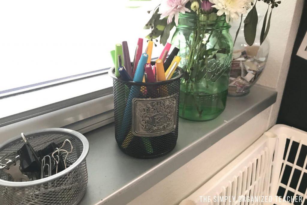 Pens inside of a pencil jar.